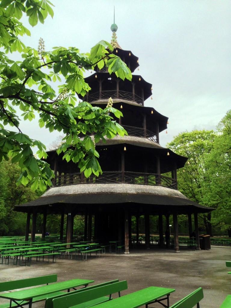3 tour chinoise jardin anglais for Jardin anglais munich naturisme