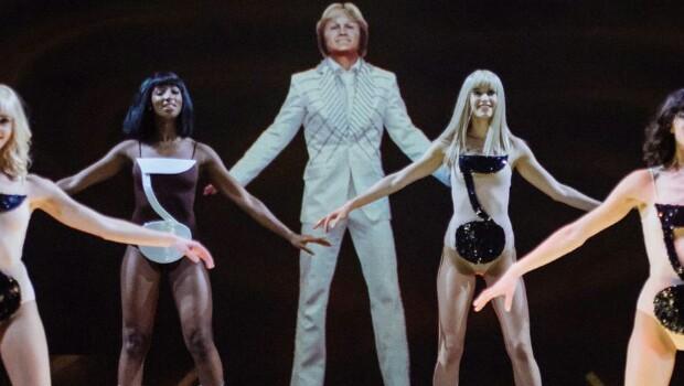 «Hit-parade», des artistes éternels en chair et en lumière au Palais des Congrès