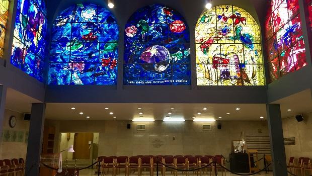 Les vitraux de Chagall à la synagogue de l'hôpital Hadassah de Jérusalem