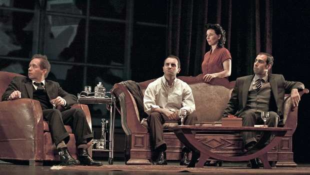 «Le repas des fauves», de Julien Sibre, au théâtre du Palais Royal