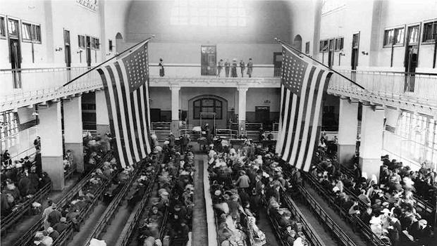 La Salle Des Bagages Ellis Island