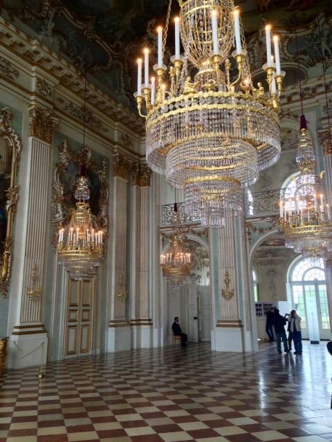 12. Château de Nymphenburg. Le hall.